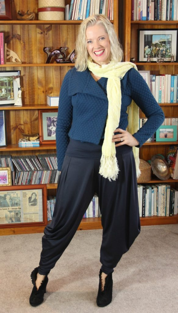 Textured garments work well with textured hair - how to choose textured fabrics